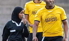 الصومالية جواهر روبلي.. من لاجئة إلى حكم في الدوري الإنجليزي