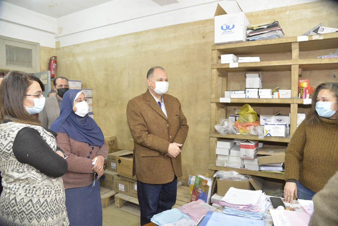 محافظ أسيوط يواصل جولاته المفاجئة بتفقد مخزن الأدوية الرئيسي بحي شرق