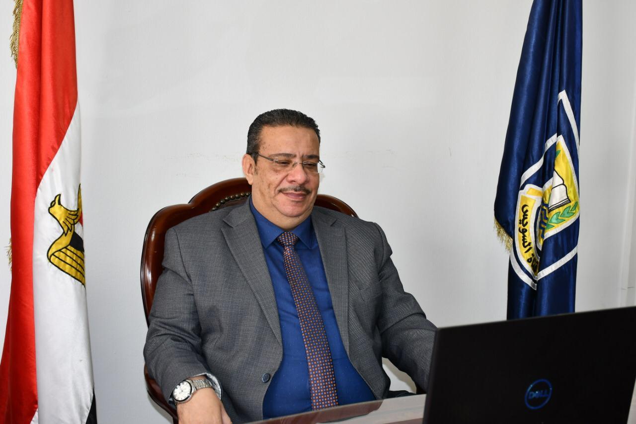 رئيس جامعة القناة يشارك بإجتماع المجلس الأعلى لشئون خدمة المجتمع وتنمية البيئة