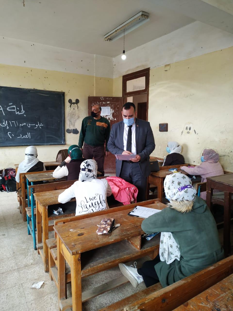 مدير تعليم المنوفية  يتابع انتظام سير امتحانات النقل للصف الاول الإعدادي والأول الثانوي