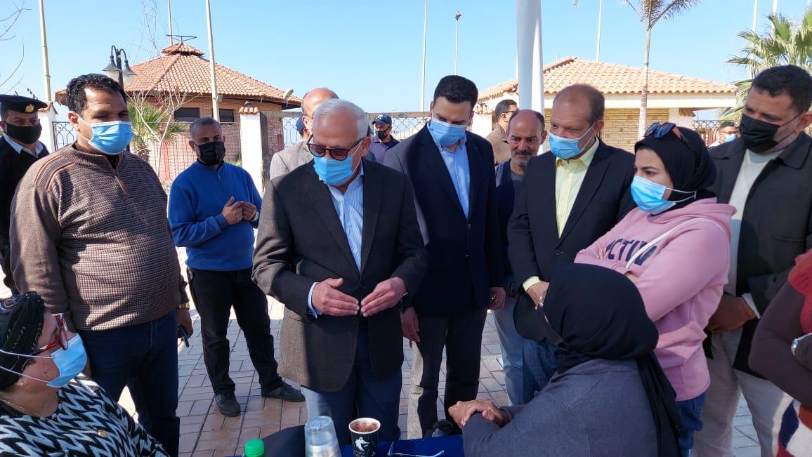 محافظ بورسعيد يواصل جولاته الميدانية بتفقد شارع ٧/٣ السياحى