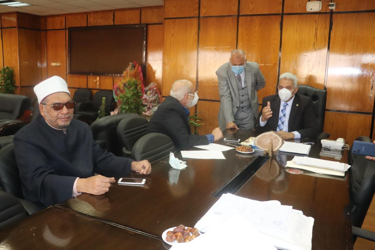 نائب رئيس جامعة الأزهر للدراسات العليا والبحوث يترأس اجتماعَ لجنةِ الإرشاد الأكاديمي