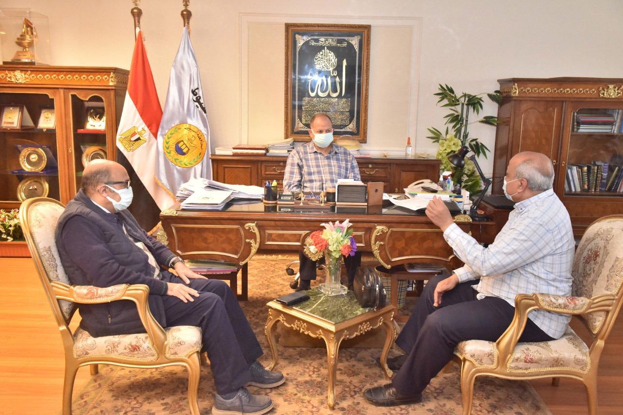 محافظ أسيوط يناقش الموقف التنفيذي للوحدات الصحية الجاري تنفيذها ضمن مبادرة حياة كريمة وتطوير الريف المصري