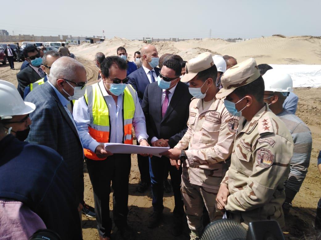وزير التعليم العالي يتفقد إنشاءات جامعة المنصورة الأهلية بمدينة جمصة