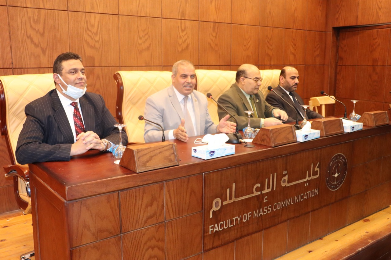 رئيس جامعة الأزهر يشهد تخريج الدفعة الأولى لدورة الأئمة بكلية الإعلام ويطالبهم بالتصدي للشائعات