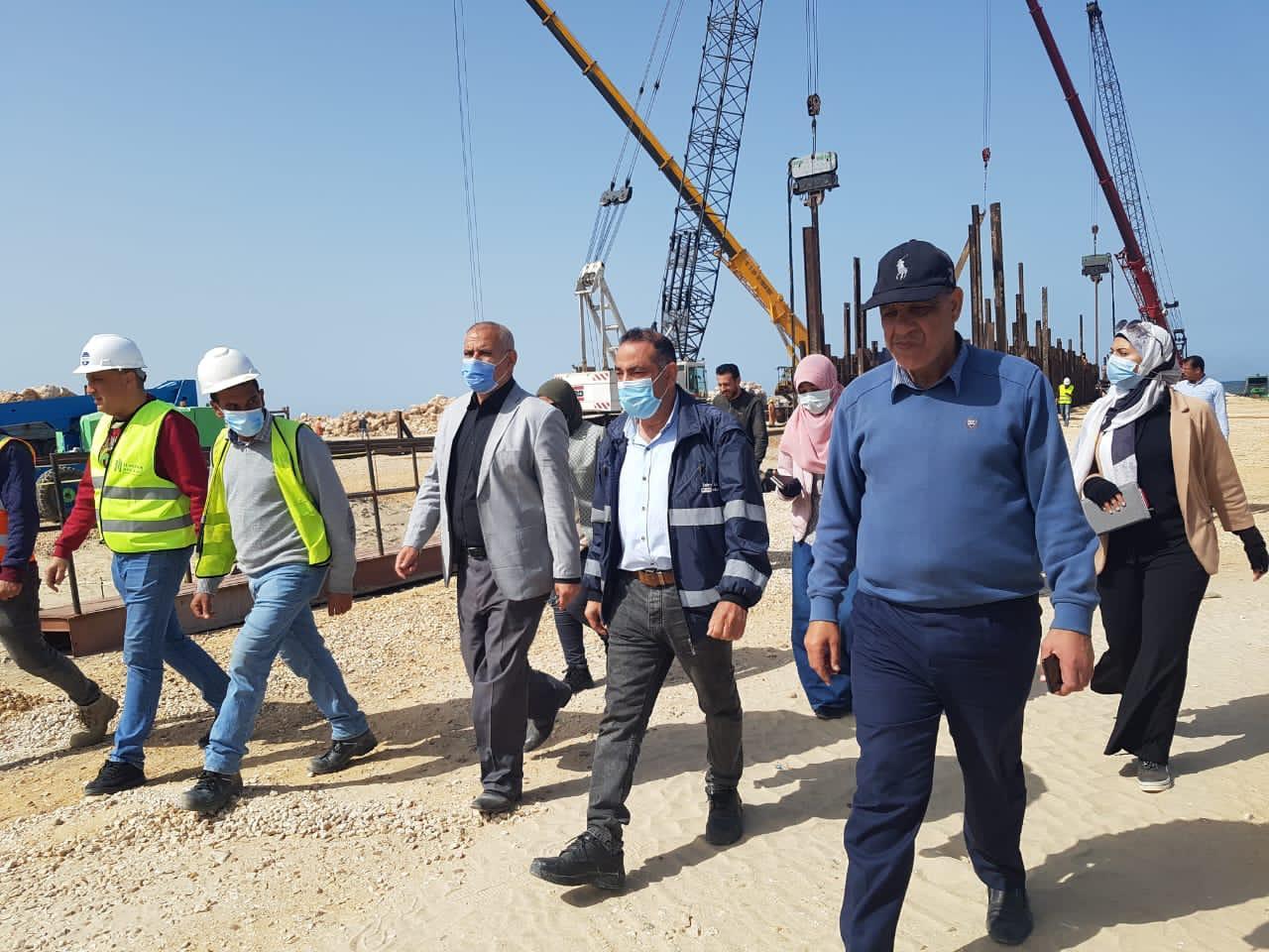 """مسئولو """"الإسكان"""" يتفقدون المشروعات السكنية والخدمية بمدينة المنصورة الجديدة"""