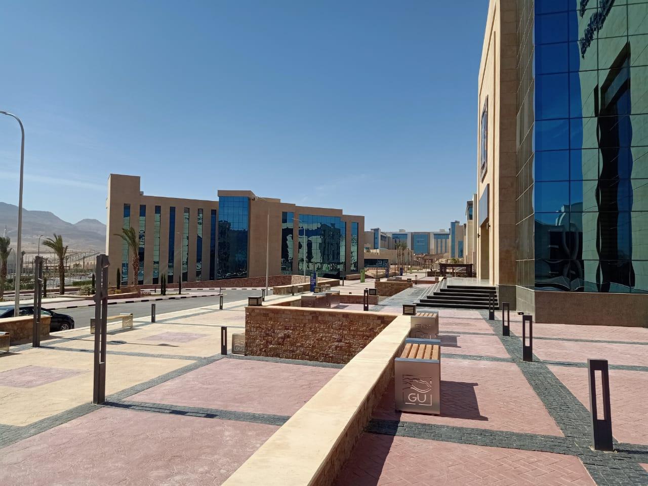 وزير التعليم العالي يستعرض تقريرًا حول متابعة أعمال البنية المعلوماتية بجامعة الجلالة