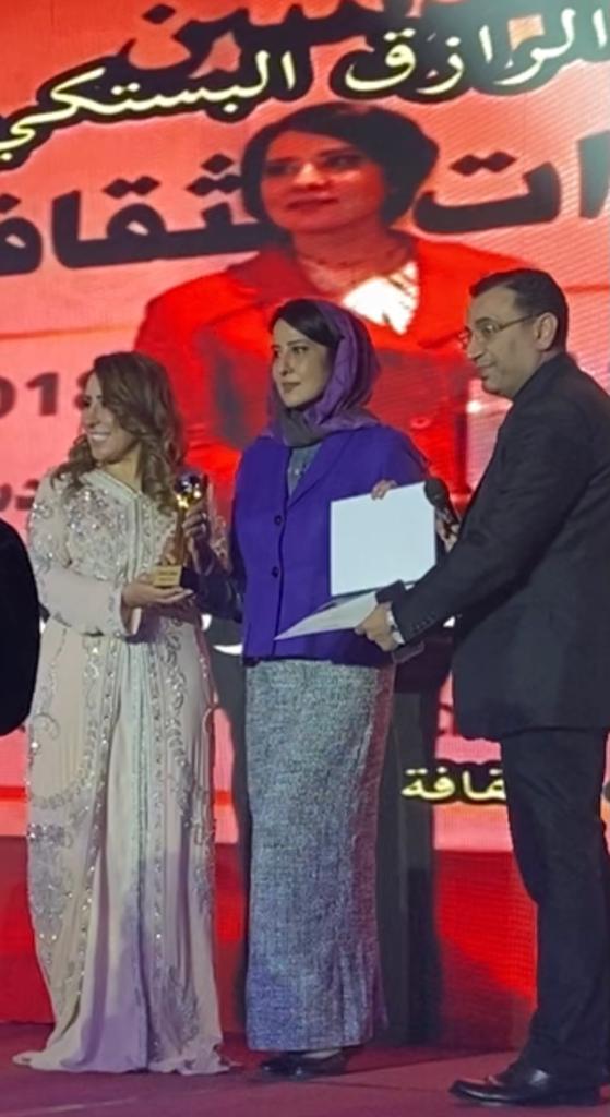 أوسكار الرائدات يكرم  الإماراتية  شهناز عبد الرزاق البستكي رئيس مجلس ادارة جمعية اثراء الذات للثقافة