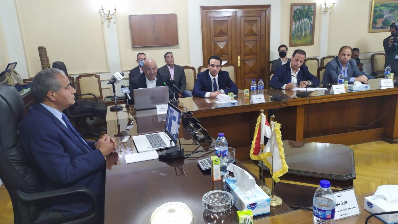 وزير التموين يفتتح أول مكتب للسجل التجاري بالبنوك المصرية باحد فروع بنك القاهرة