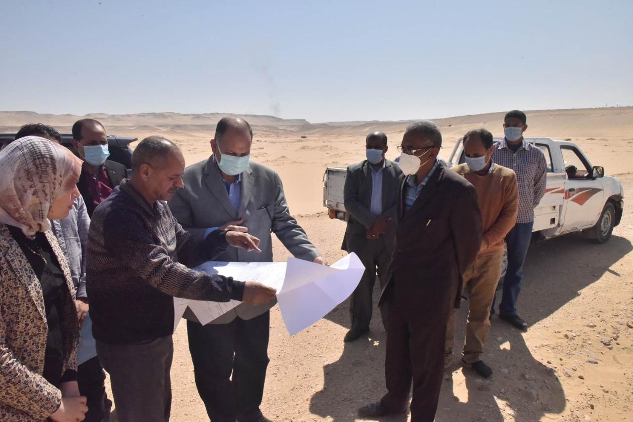محافظ أسيوط يتفقد موقع إنشاء محطة معالجة صرف صحي بني غالب