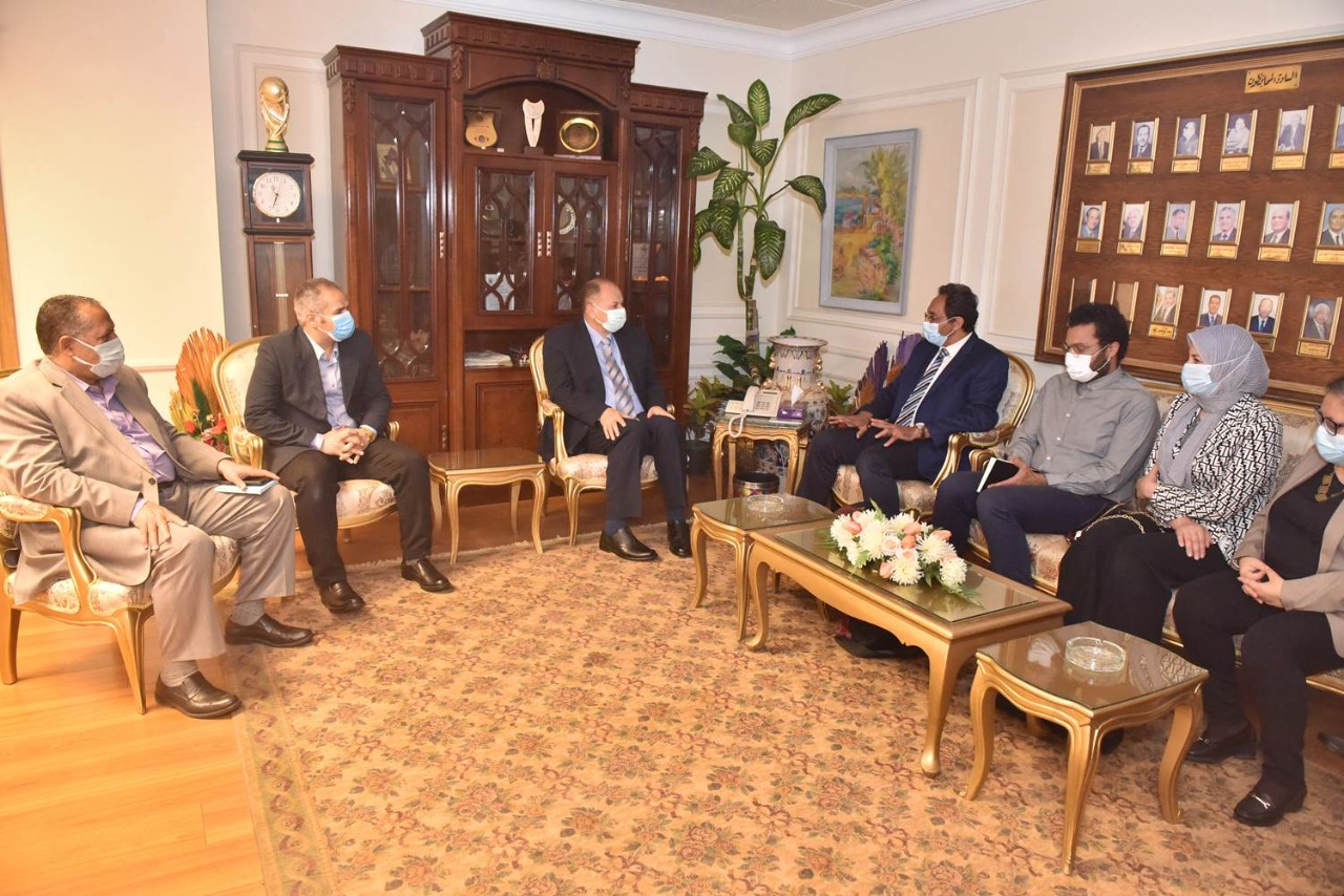 محافظ أسيوط يستقبل وفد برنامج التنمية المحلية لصعيد مصر