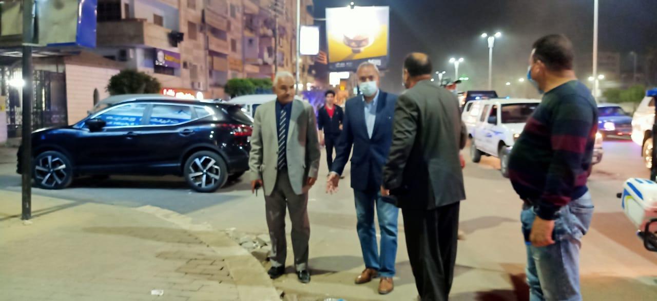 محافظ القليوبية يشن حملة ليلية مكبرة لمتابعة أعمال النظافة ورفع الاشغالات بمدينة بنها