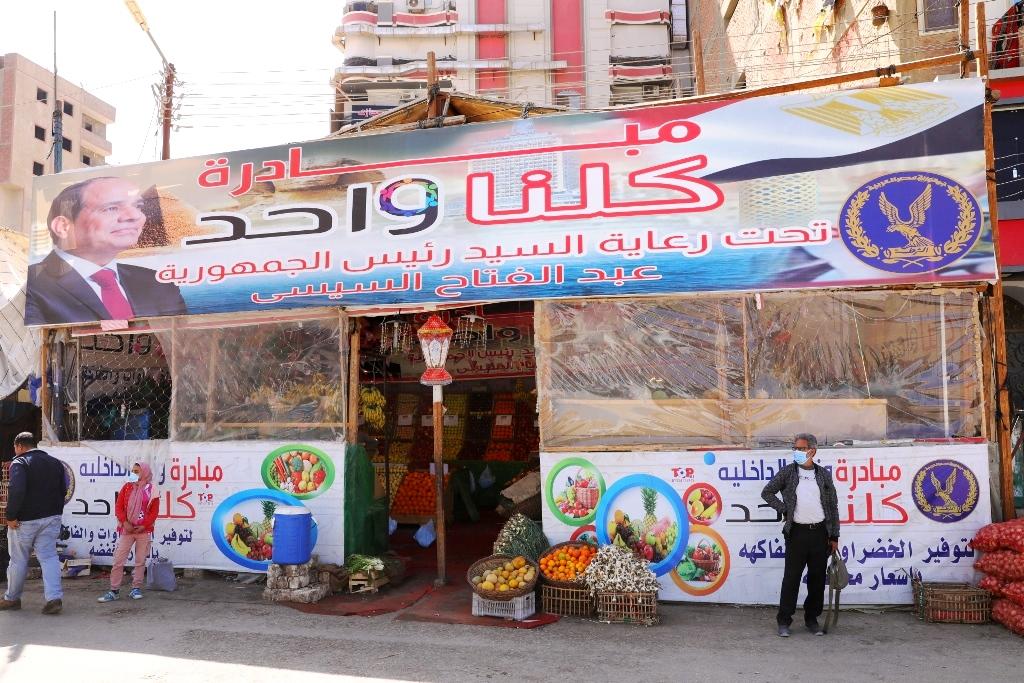 محافظ سوهاج: 150 منفذ ثابت ومتحرك لبيع السلع الغذائية والمواد التموينية بأسعار مخفضة بجميع مراكز المحافظة