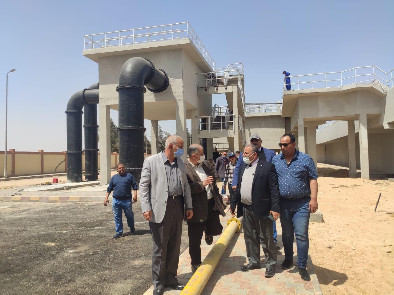 """مسئولو """" الإسكان"""" يتفقدون الوحدات السكنية ومشروعات المرافق والطرق بمدينة السادات"""