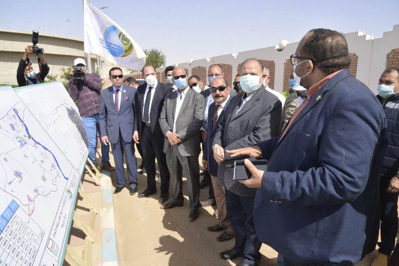 محافظ أسيوط يتفقد أعمال توسع وإحلال وتجديد محطة مياه ديروط المرشحة