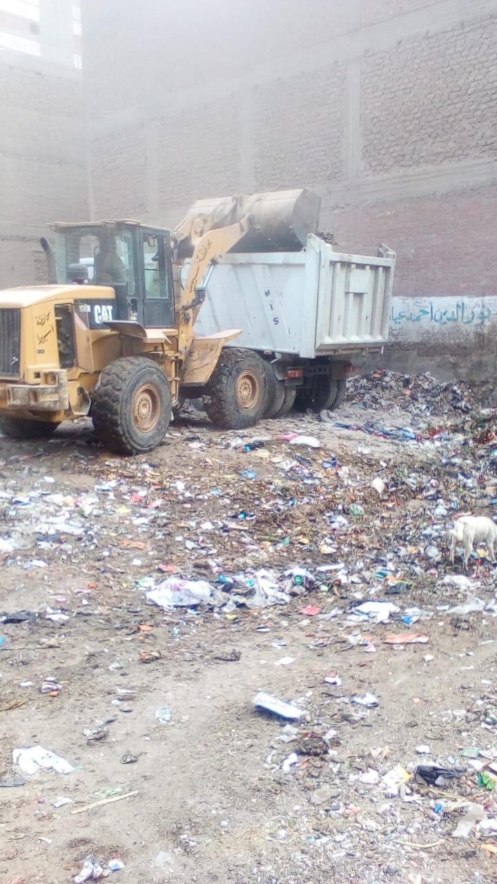 حملات نظافة مكثفة بأسيوط ورفع 165 طن مخلفات وقمامة بمراكز الغنايم والقوصية والبداري