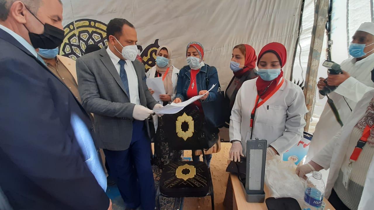 جامعة دمنهور تنفذ قافلة طبية مجانية مجمعة ضمن مبادرة حياة كريمة