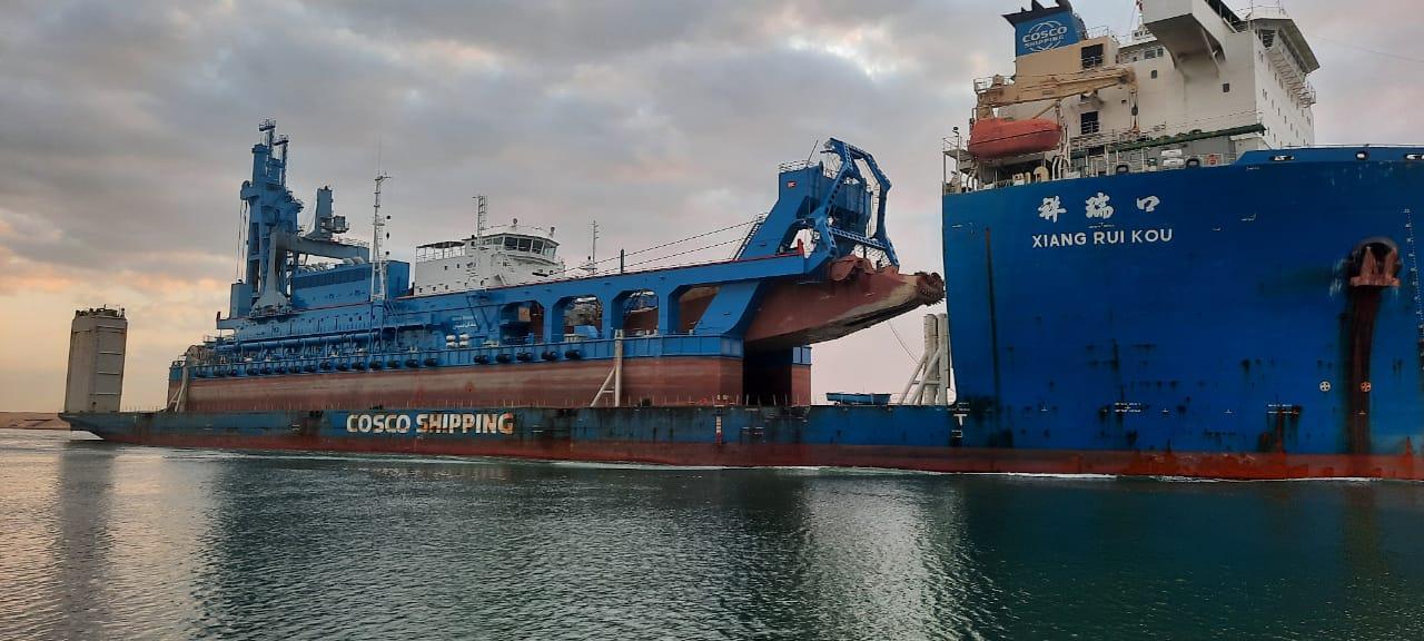 """الفريق أسامة ربيع: """"قناة السويس تشهد عبور السفينة الحاملة للكراكة""""مهاب مميش"""""""