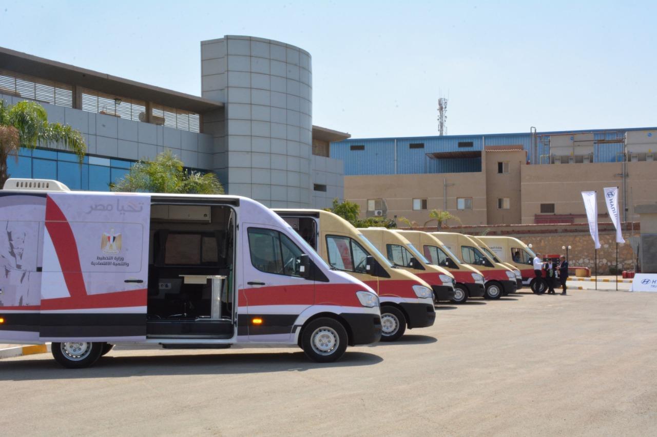 وزارة التخطيط تسلم الدفعة الأولى من سيارات الخدمات التكنولوجية المتنقلة  لوزارة العدل