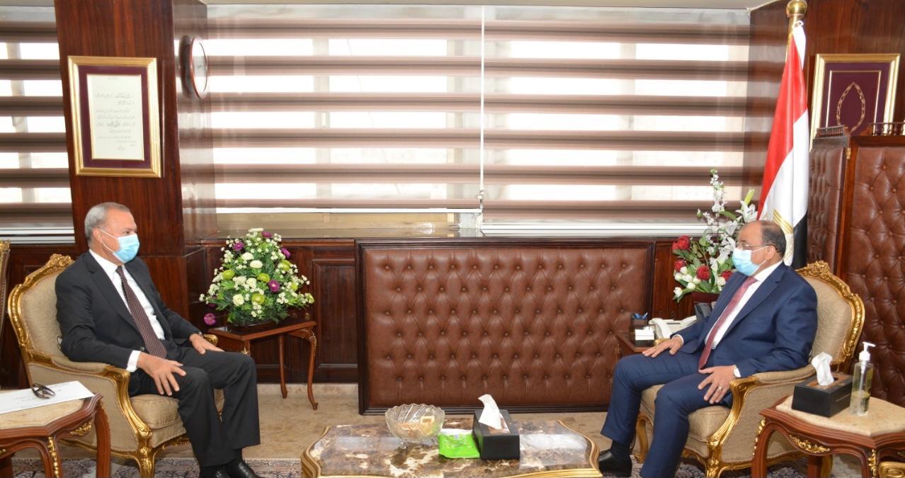 وزير التنمية المحلية يتابع مع محافظ القليوبية تطورات منظومة المخلفات وتنفيذ مشروعات برنامج تطوير الريف المصرى