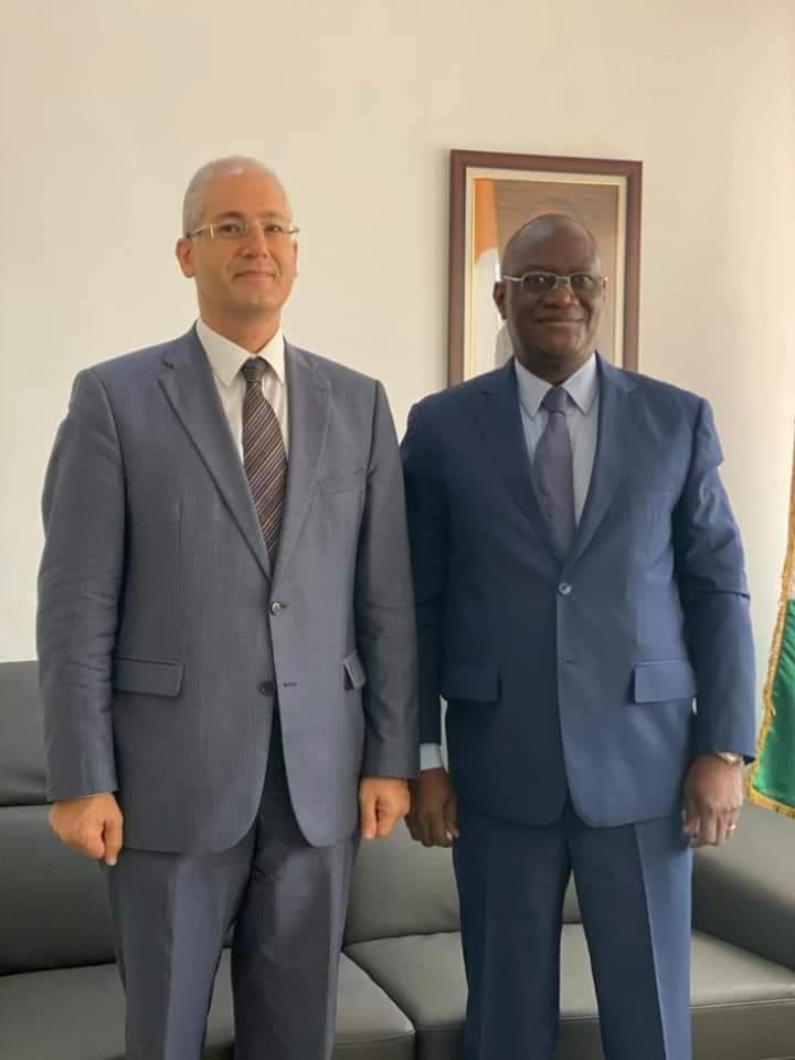 سفير مصر في أبيدجان يلتقي وزير الدفاع الايفواري الجديد