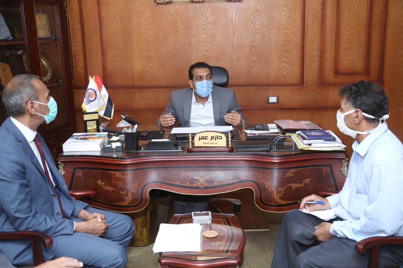نائب محافظ قنا يجتمع بلجنة التنمية الإقتصادية للمشروع القومي لتطوير قري الريف المصري