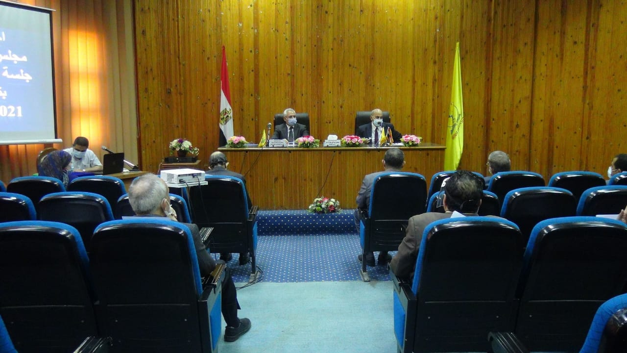 مجلس جامعة المنيا: تطبيق الكتاب الجامعي الإلكتروني العام القادم