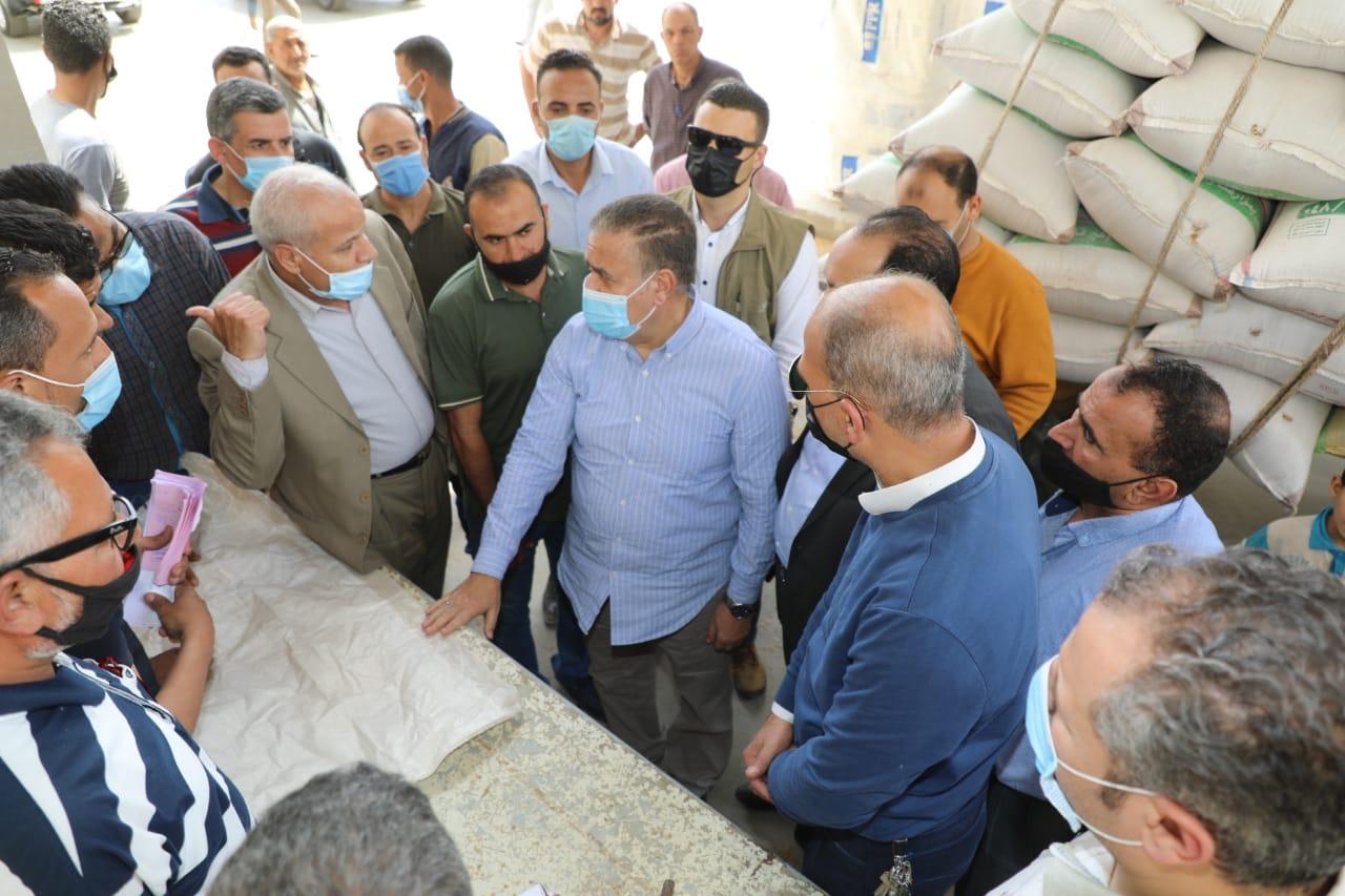 محافظ بورسعيد : وفرة كبيرة في السلع الغذائية والمواد الأساسية بالأسواق