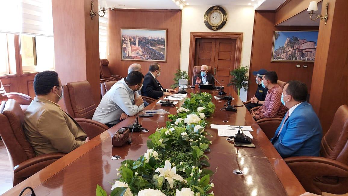 محافظ بورسعيد يتابع سير العمل بعدد من المشروعات  الجارى تنغيذها