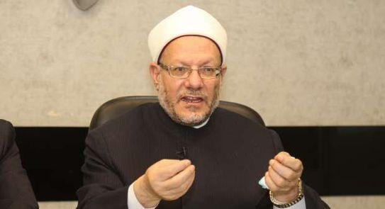 هل يجوز قراءة القرآن من الموبايل في التراويح؟.. المفتي يجيب
