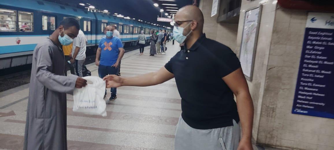 النقل تطلق حملة هنفطر فى المحطة بعدد من محطات مترو الأنفاق والسكة الحديد بالتنسيق مع بنك الطعام المصري وجمعية رسالة للأعمال الخيرية خلال أيام شهر رمضان المبارك