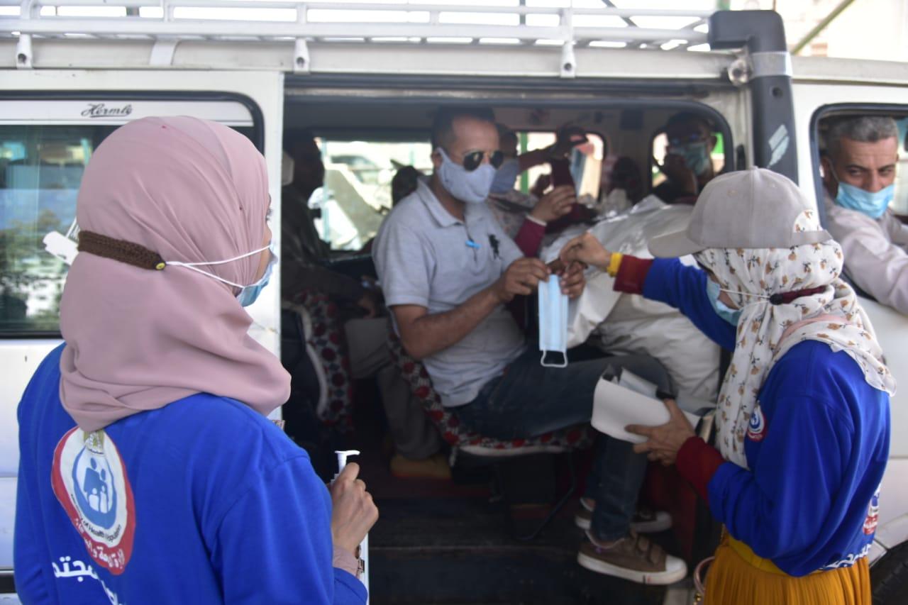 وزيرة الصحة: فرق التواصل المجتمعي قدمت التوعية الصحية ل 15 ألف مواطن بالإجراءات الوقائية والاحترازية لفيروس كورونا خلال يومين بمحافظة أسيوط