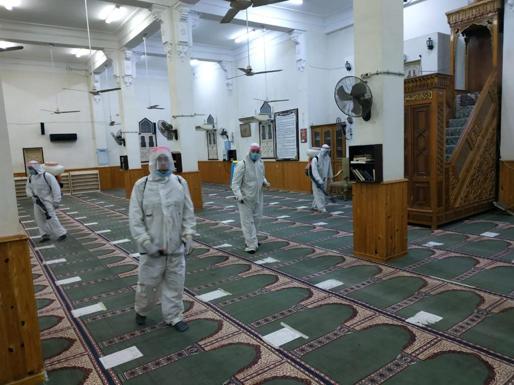 محافظ دمياط: الجيش الثانى الميدانى يواصل أعماله بمحافظة دمياط بتطهير وتعقيم دور العبادة بكفر سعد