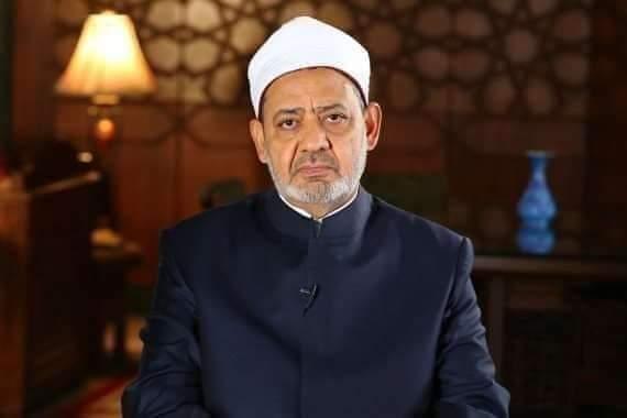 رئيس الجامعة يقرر طباعة تغريدة الإمام الأكبر شيخ الأزهر على غلاف المقررات بداية من العام الدراسي ٢٠٢٢م