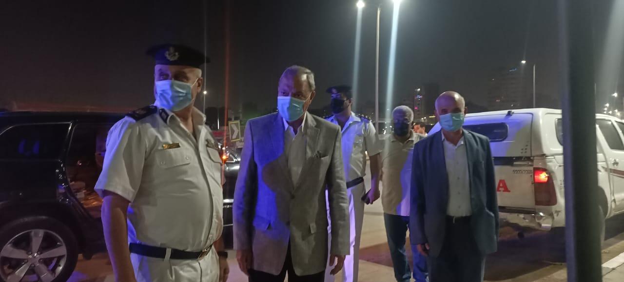 محافظ القليوبية يقود حملة لإزالة تراكمات القمامة بشوارع حي شرق شبرا الخيمة