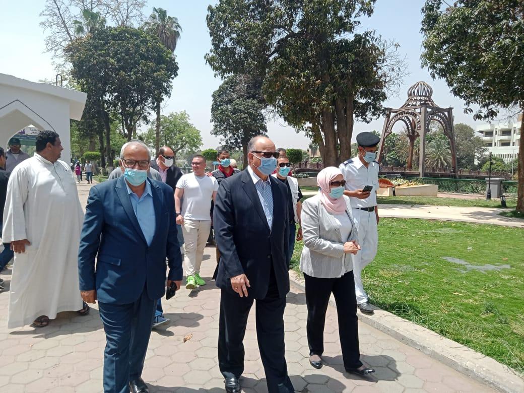 محافظ القاهرة: تكثيف حملات غلق جميع الحدائق العامة والمتنزهات على مدار اليوم ومنع إقامة أى تجمعات أو احتفالات