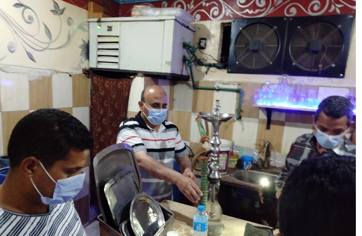 المنوفية تشن حملاتها المكبرة لمتابعة تنفيذ قرارات مجلس الوزراء وتحرير (62) محضر عدم ارتداء الكمامات الطبية والتحفظ على(28) شيشة بالمقاهى