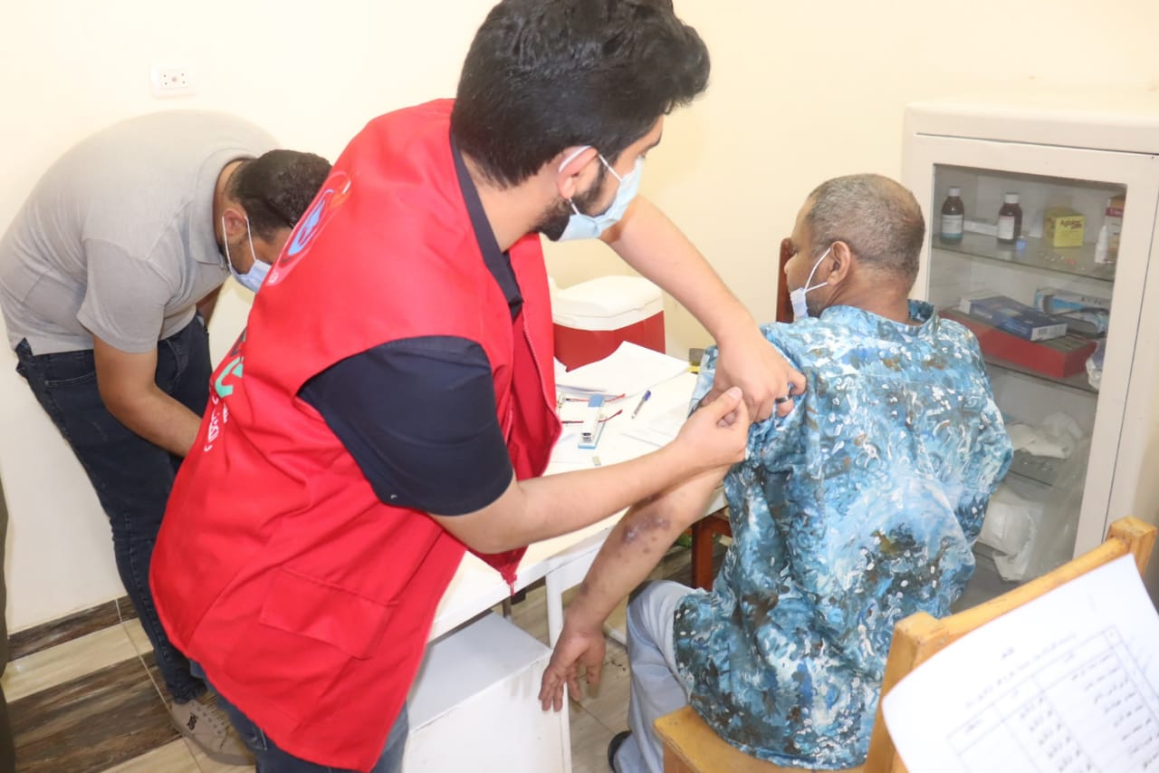 التضامن تنظم أول قافلة لتطعيم الكبار بلا مأوي بالشرقية بلقاح فيروس كورونا