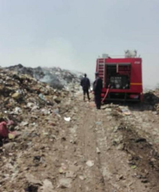 محافظ الشرقية يُتابع أعمال إطفاء الإشتعال الذاتي لأكوام القمامة المتراكمة بالنقطة الوسيطة بالغار بمركز الزقازيق