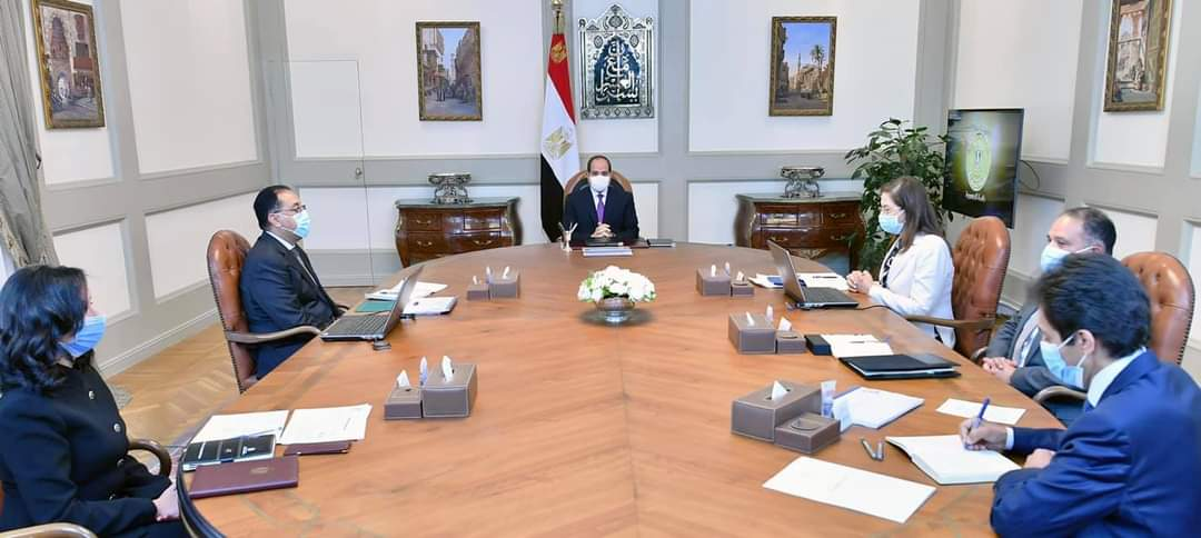 """الرئيس يوجه بأن الهدف من """"المشروع القومي لتنمية الأسرة المصرية"""" تحقيق التوازن بين معدلات النمو السكاني والاقتصادي،"""