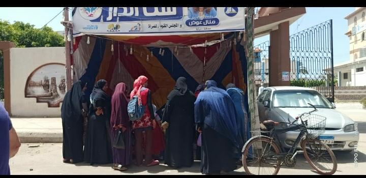 """فرع المجلس القومى للمرأة بدمياط يُنظم منفذ """"ست الدار"""" لبيع الحلويات والمنتجات الغذائية بعزبة البرج"""