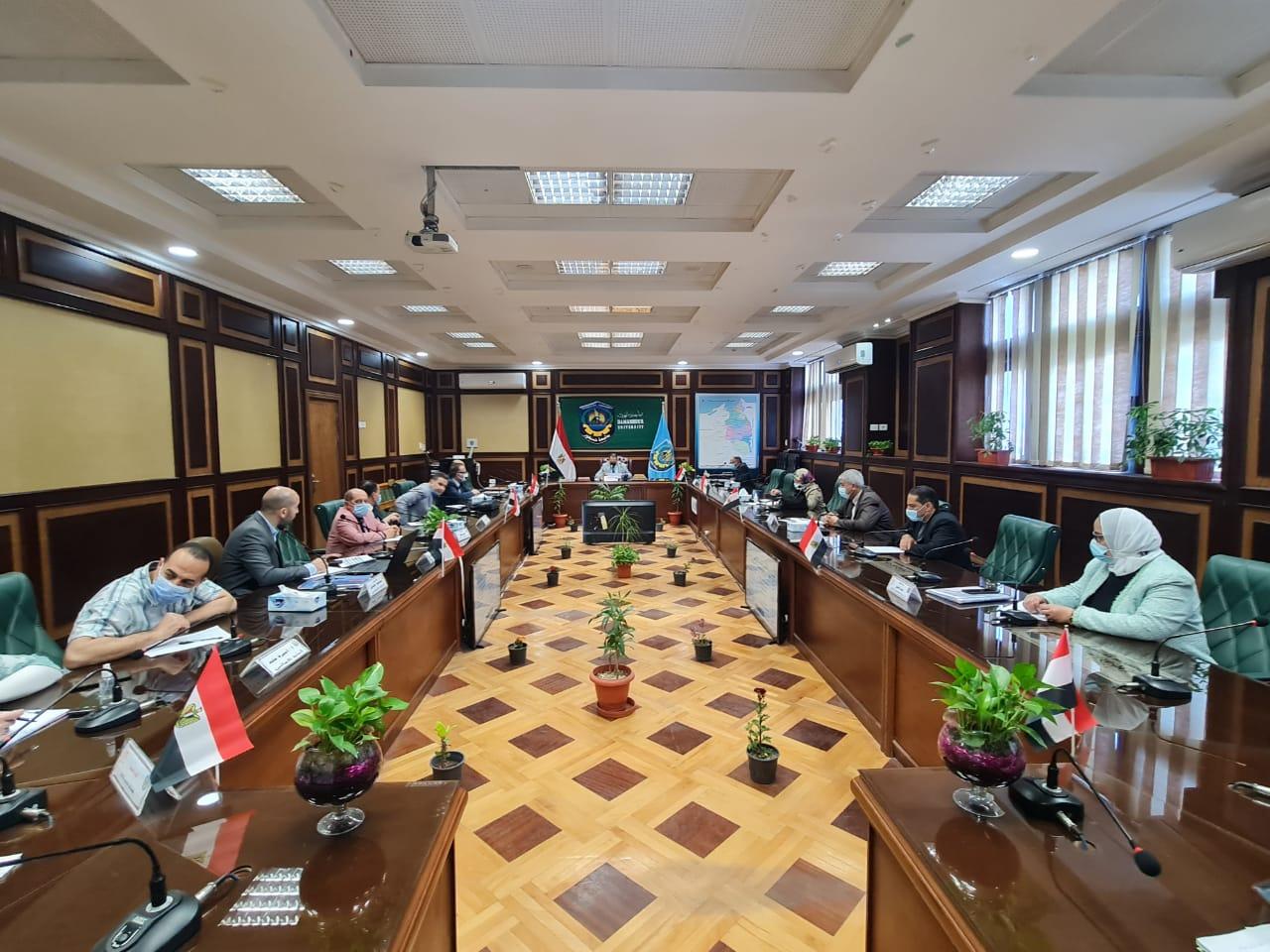 عقد ورش عمل دورية بجامعة دمنهور للتدريب على إعداد المقررات الإلكترونية
