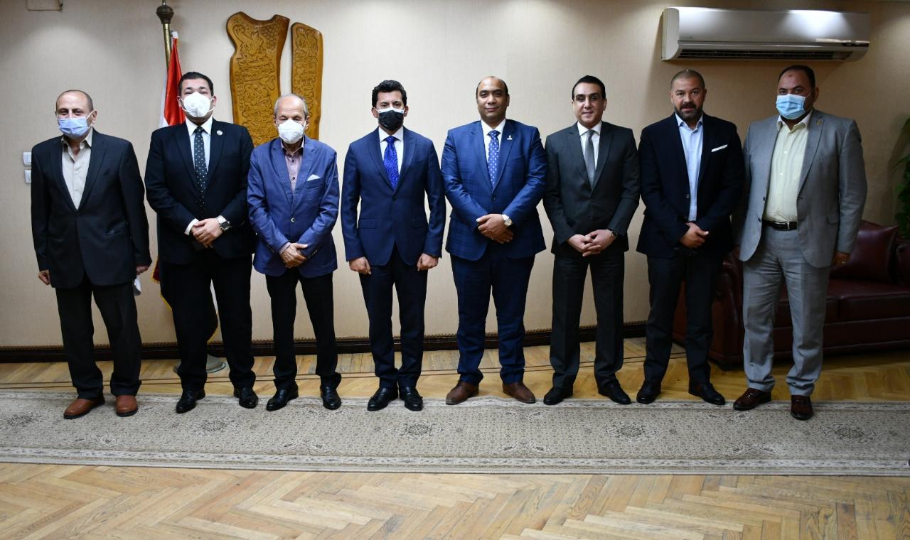 وزير الشباب والرياضة يلتقي لجنة الشباب والرياضة بمجلس الشيوخ