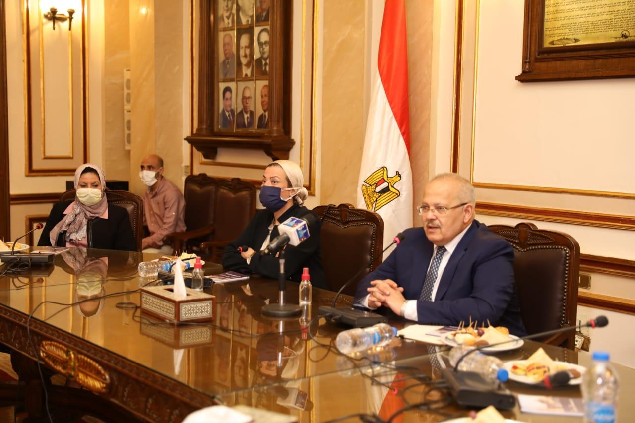 """وزارة البيئة وجامعة القاهرة يوقعان مذكرة تفاهم لإعداد """"برنامج جامعى لعلوم البيئة"""