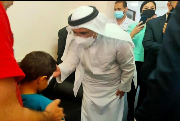 رئيس البرلمان العربي يطمئن على الجرحى والمصابين الفلسطينيين بمستشفى معهد ناصر بمصر