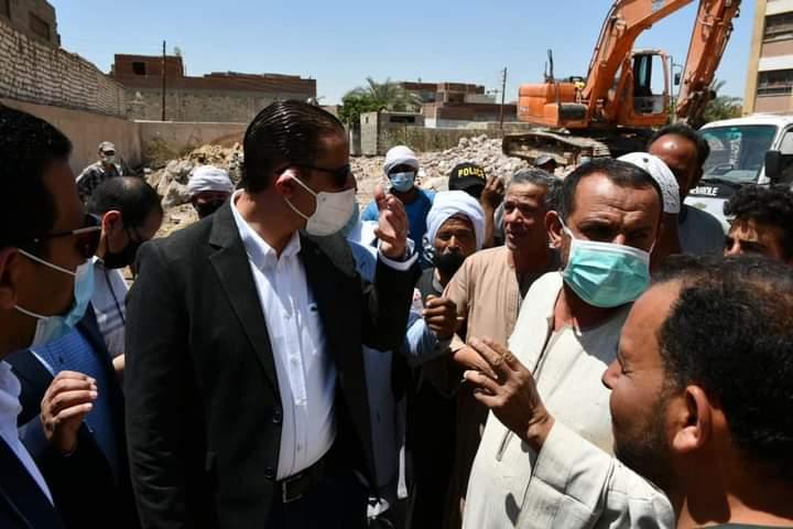"""محافظ الفيوم يتفقد سير العمل بعدد من مشروعات المبادرة الرئاسية """"حياة كريمة"""" بمركز اطسا"""