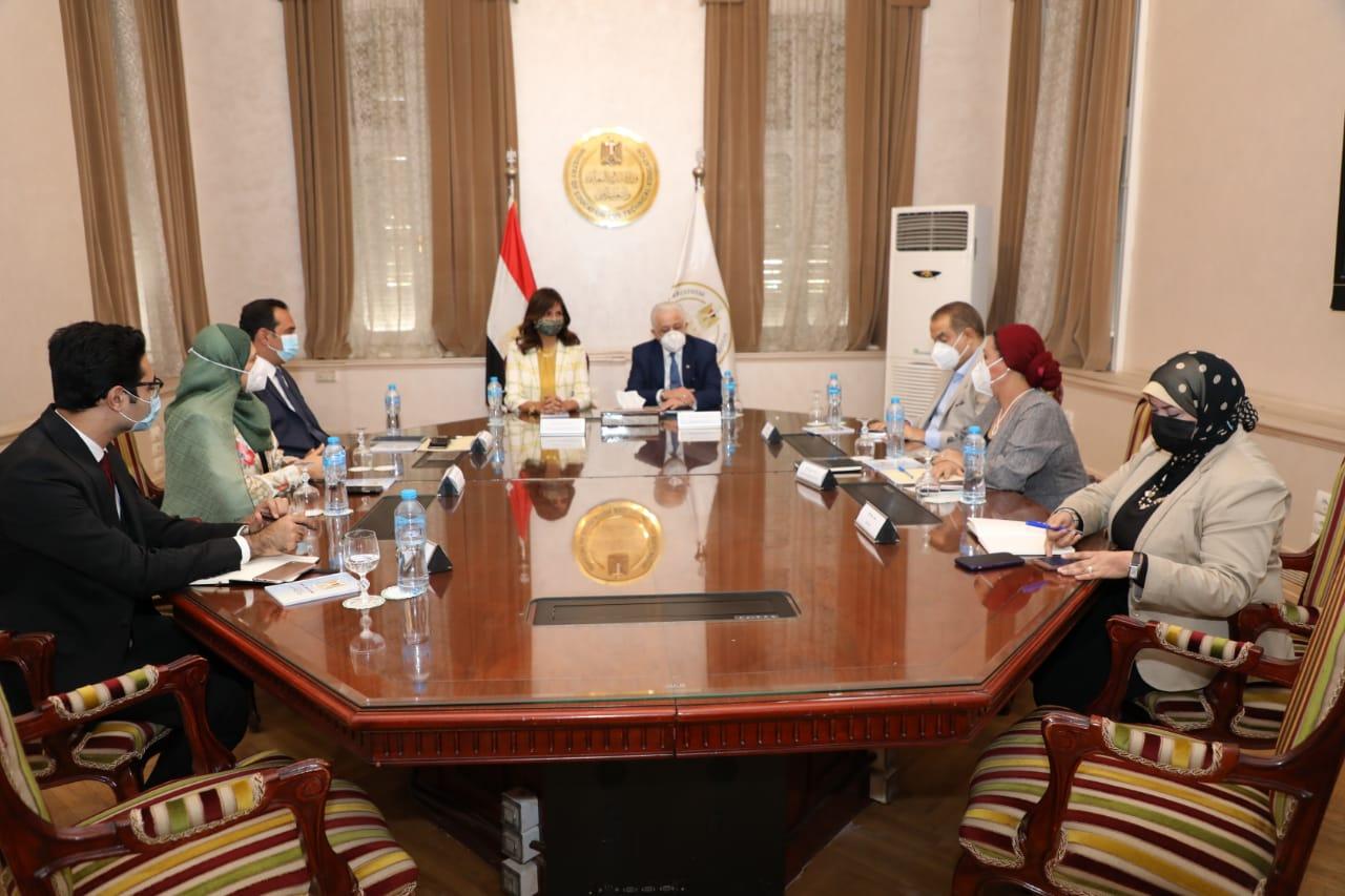 """وزيرا التعليم والهجرة يبحثان إتاحة مناهج تعليمية على تطبيق """"اتكلم عربي"""" لأبناءنا بالخارج"""