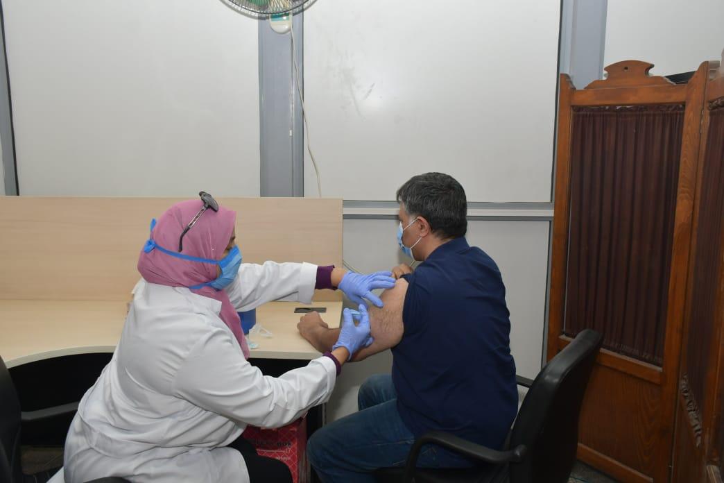 جامعة القاهرة تتوسع في حملتها لتطعيم جميع منسوبي جامعة القاهرة