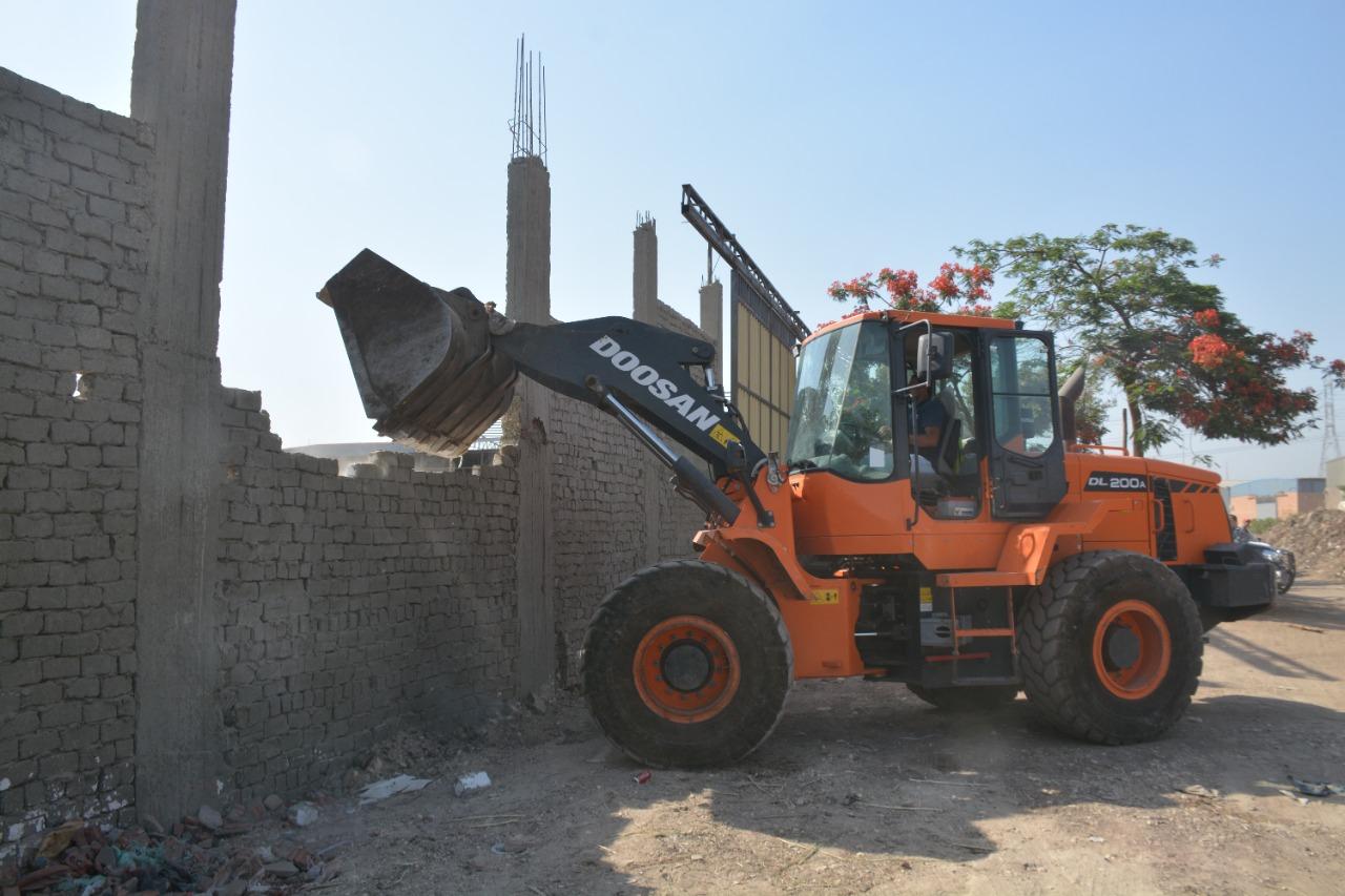 محافظ القليوبية يوجه بإزالة مباني مخالفة  على الطريق الدئري  والتي تم رصدها من خلال وحدة المتغيرات المكانية