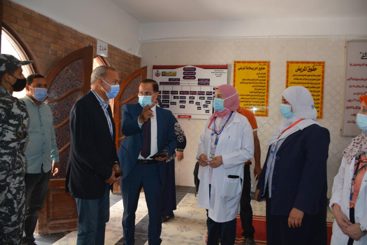 محافظ القليوبية يتفقد مراكز اللقاح لاستقبال المواطنين لتلقي لقاح كورونا بمدينة بنها وطوخ